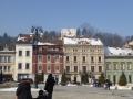 Blick vom Hauptplatz auf Reste der Stadtmauer