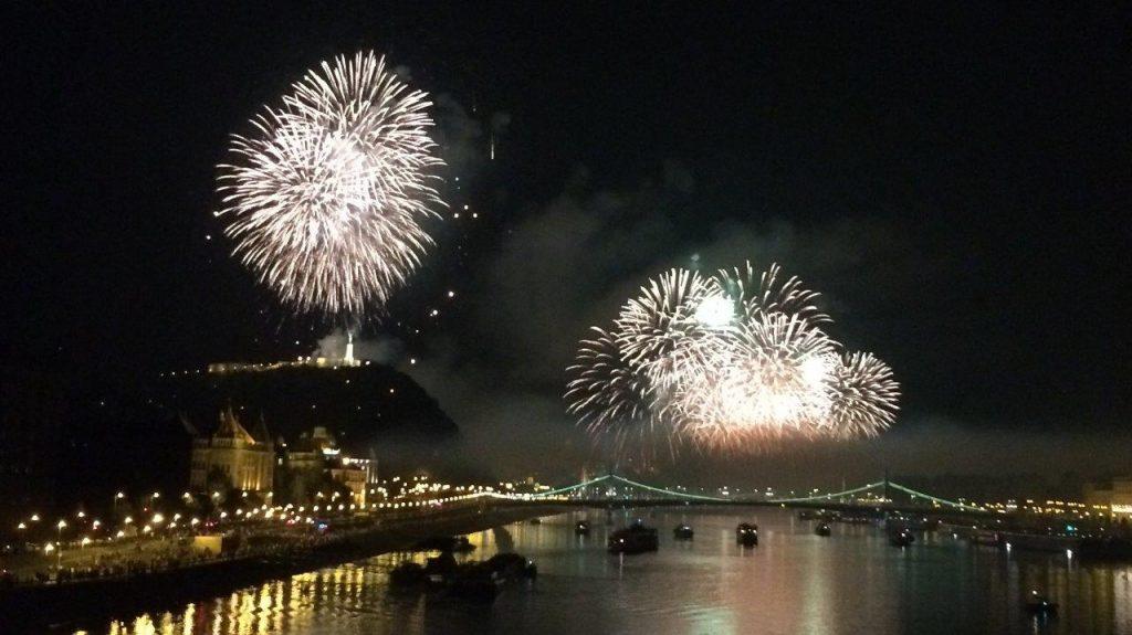 Feuerwerk am ungarischen Nationalfeiertag