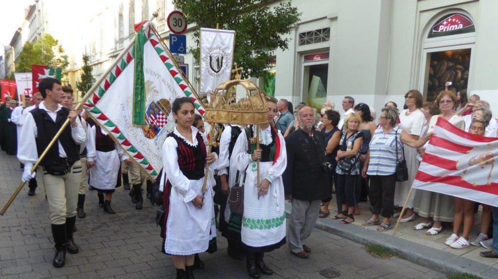 Ernte-Prozession am ungarischen Nationalfeiertag