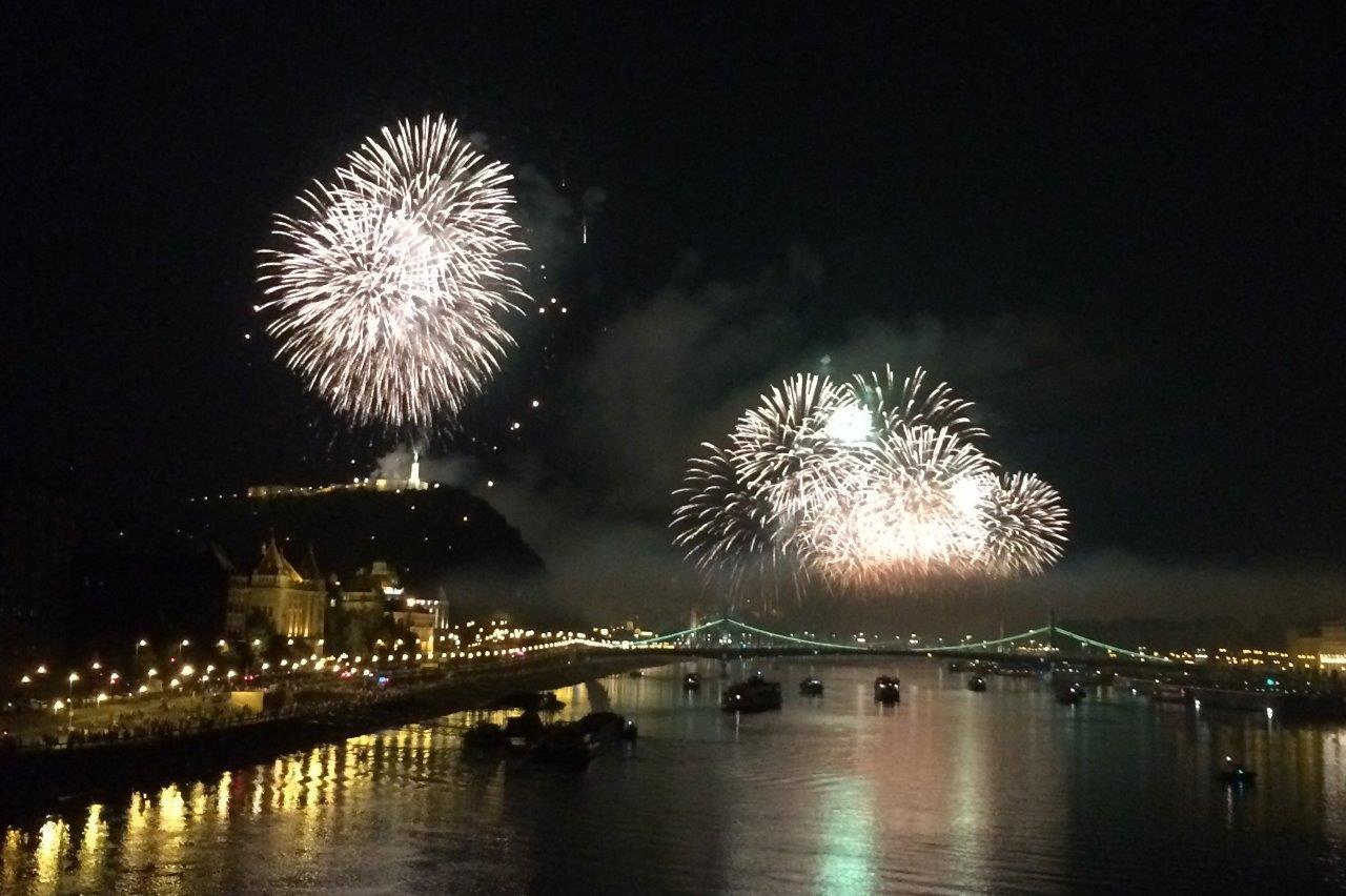 Feuerwerk am ungarischen Nationalfeiertag in Budapest