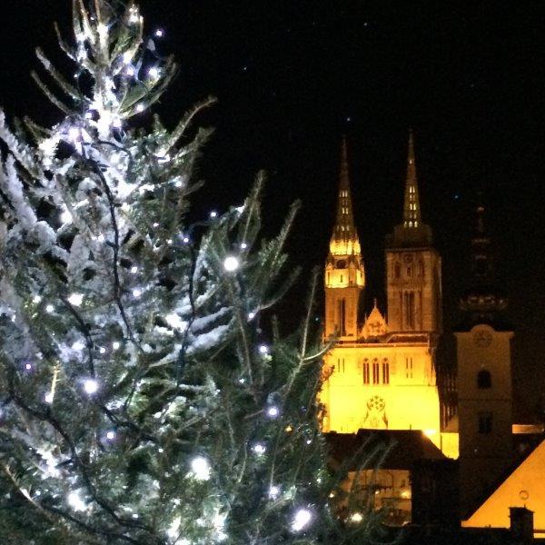 Zagreb: Blick von der Oberstadt auf die Kathedreale