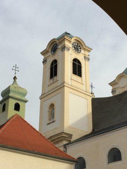 Basilika vom Kreuzgang aus gesehen