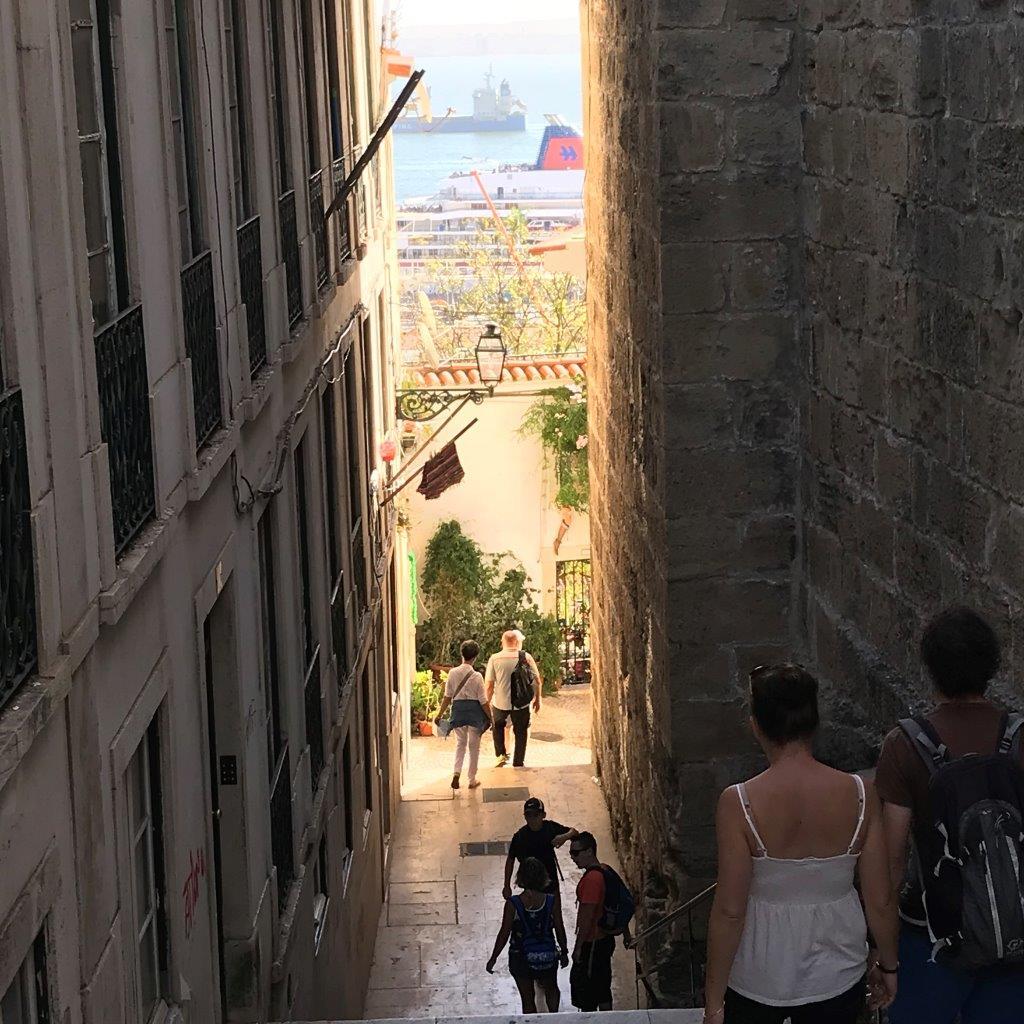 Blick von der Alfama zurück zum Tejo