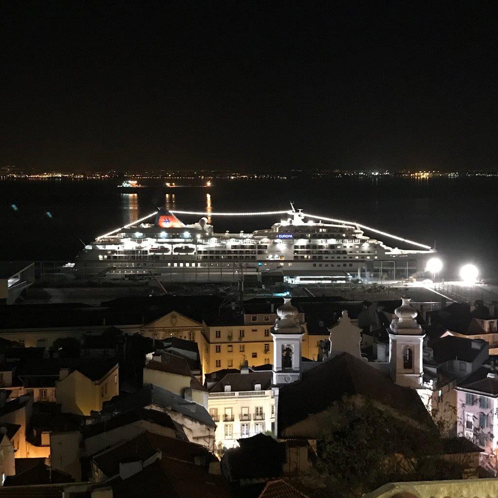 Blick von der Alfama zum Hafen.