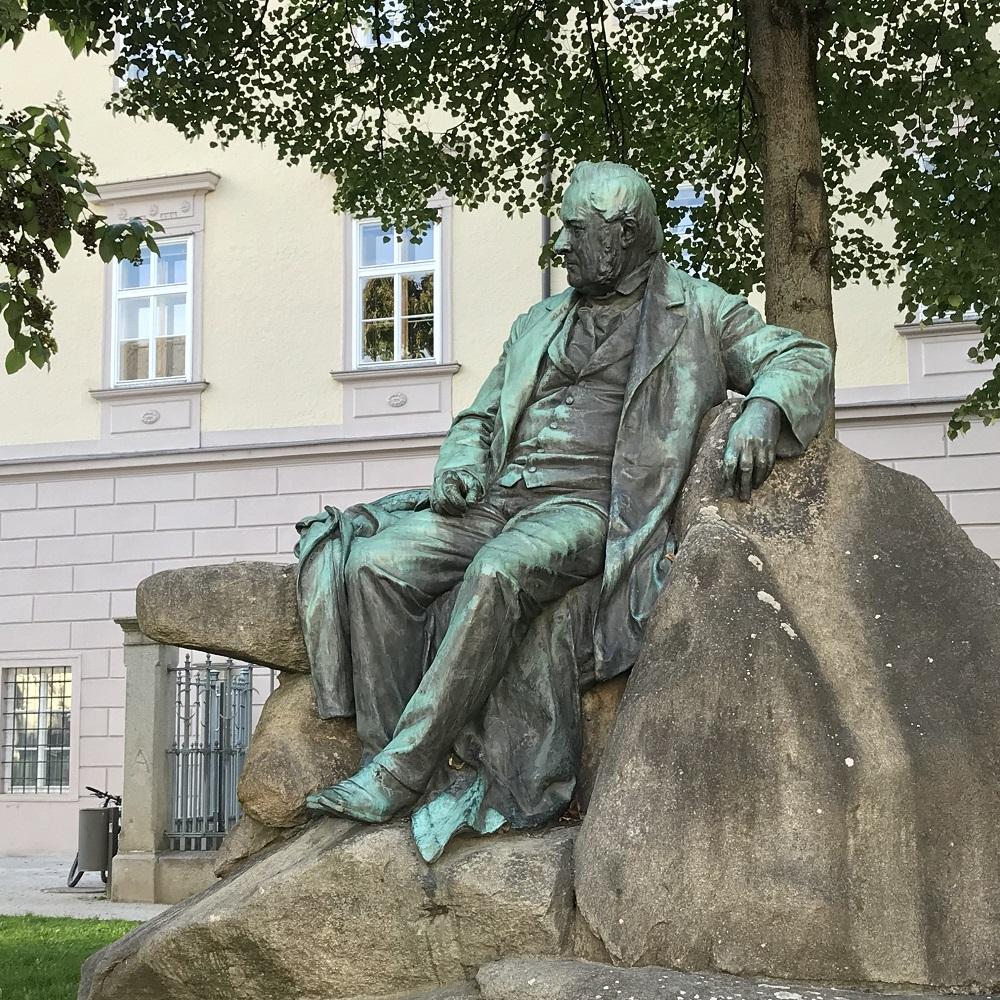 Stifter-Denkmal in der Promenade